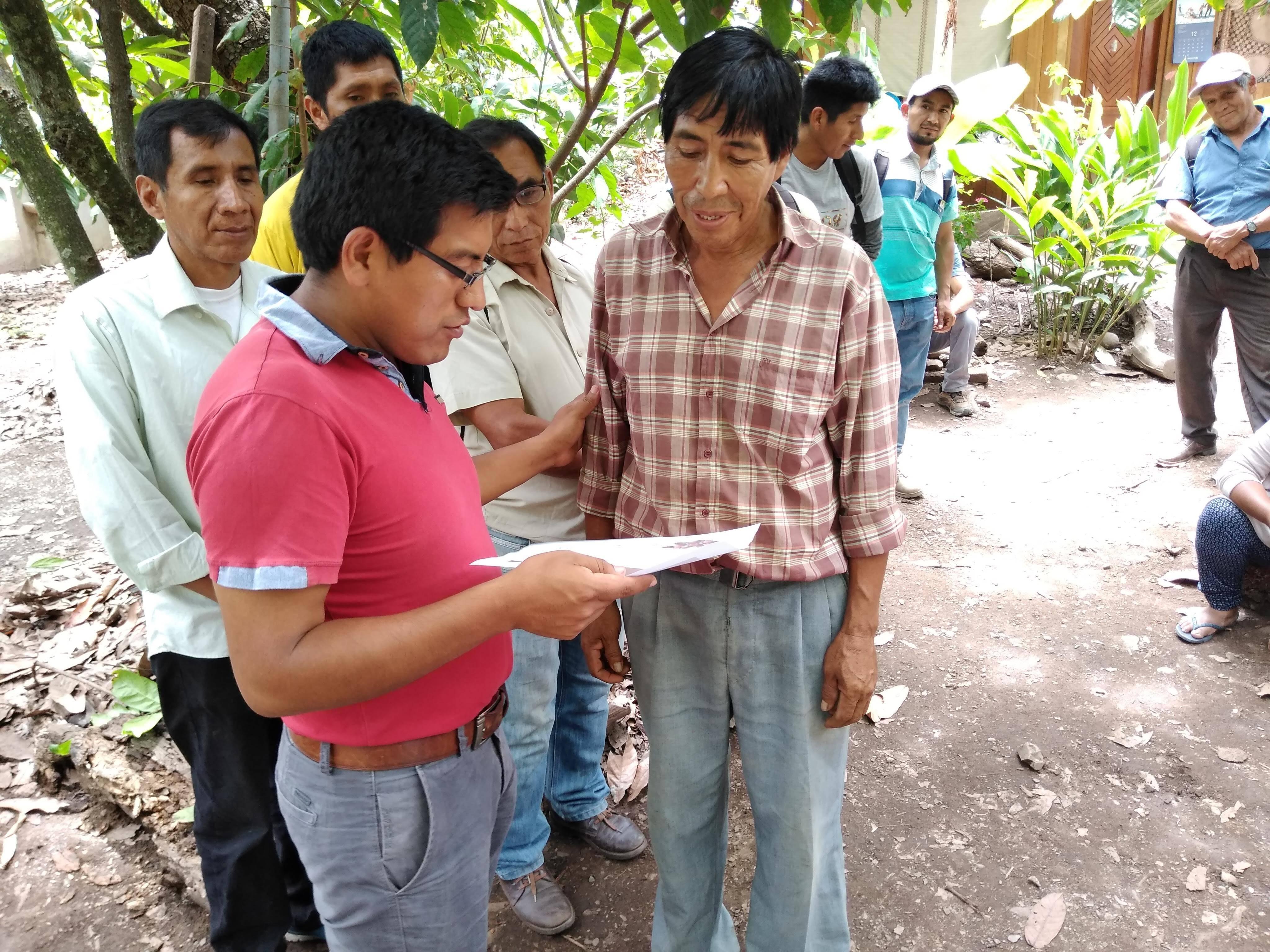 Entrega de certificados de taller Perú
