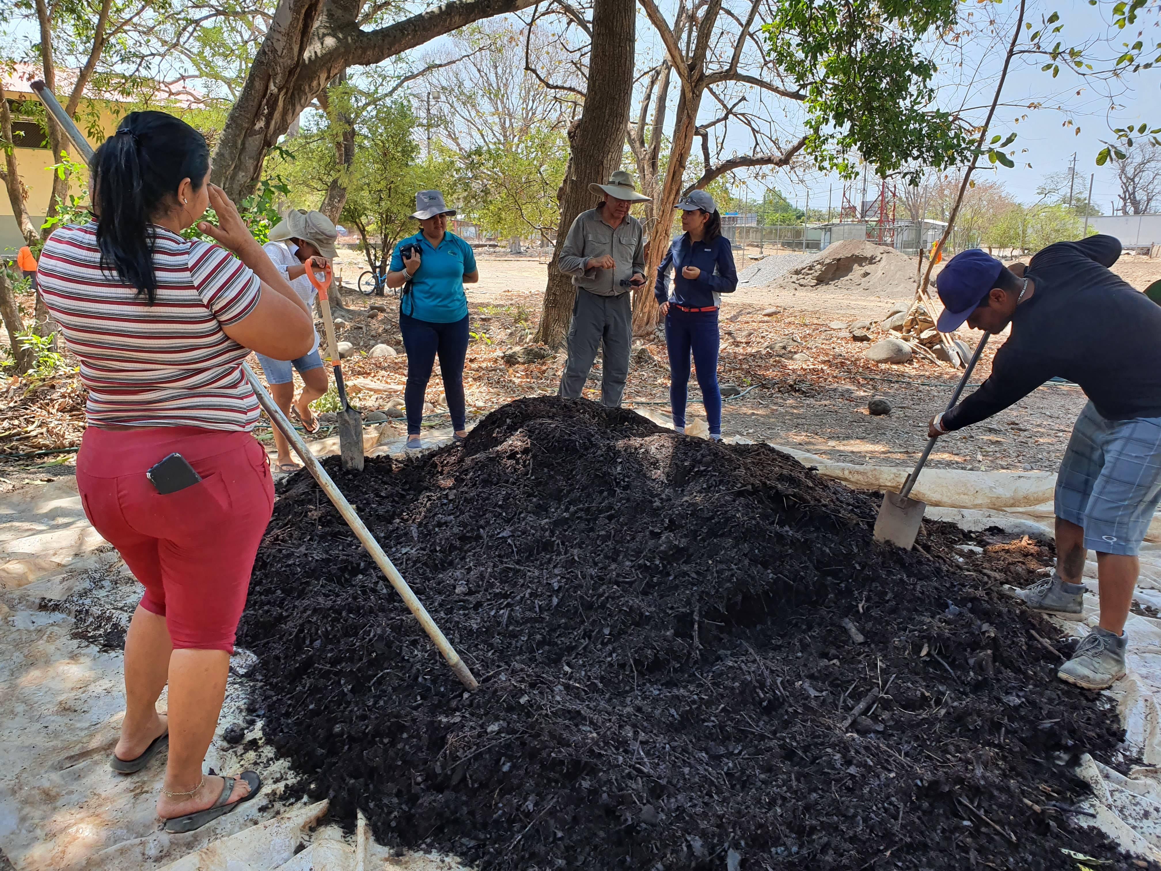 Transferencia de tecnología sobre preparación de compostaje a grupo de productoras de Bella Vista de Puntarenas (Región del Pacífico de Costa Rica)