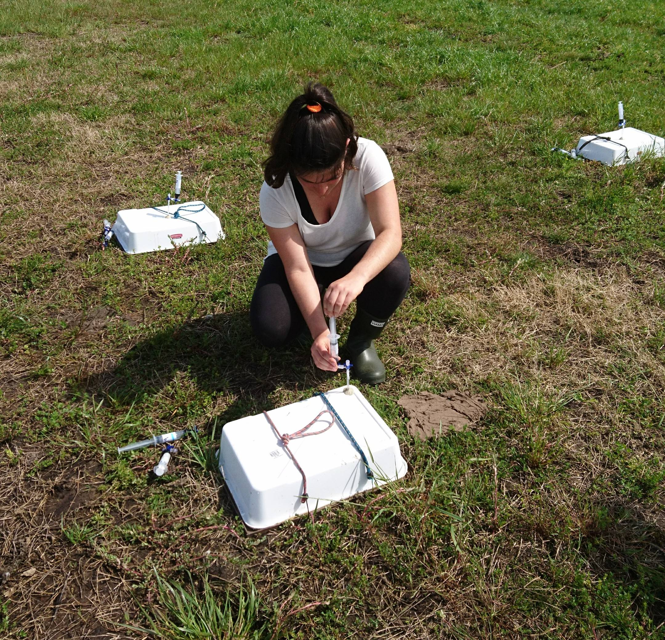 Muestreo de gases a campo. Foto: Daniela Regolo