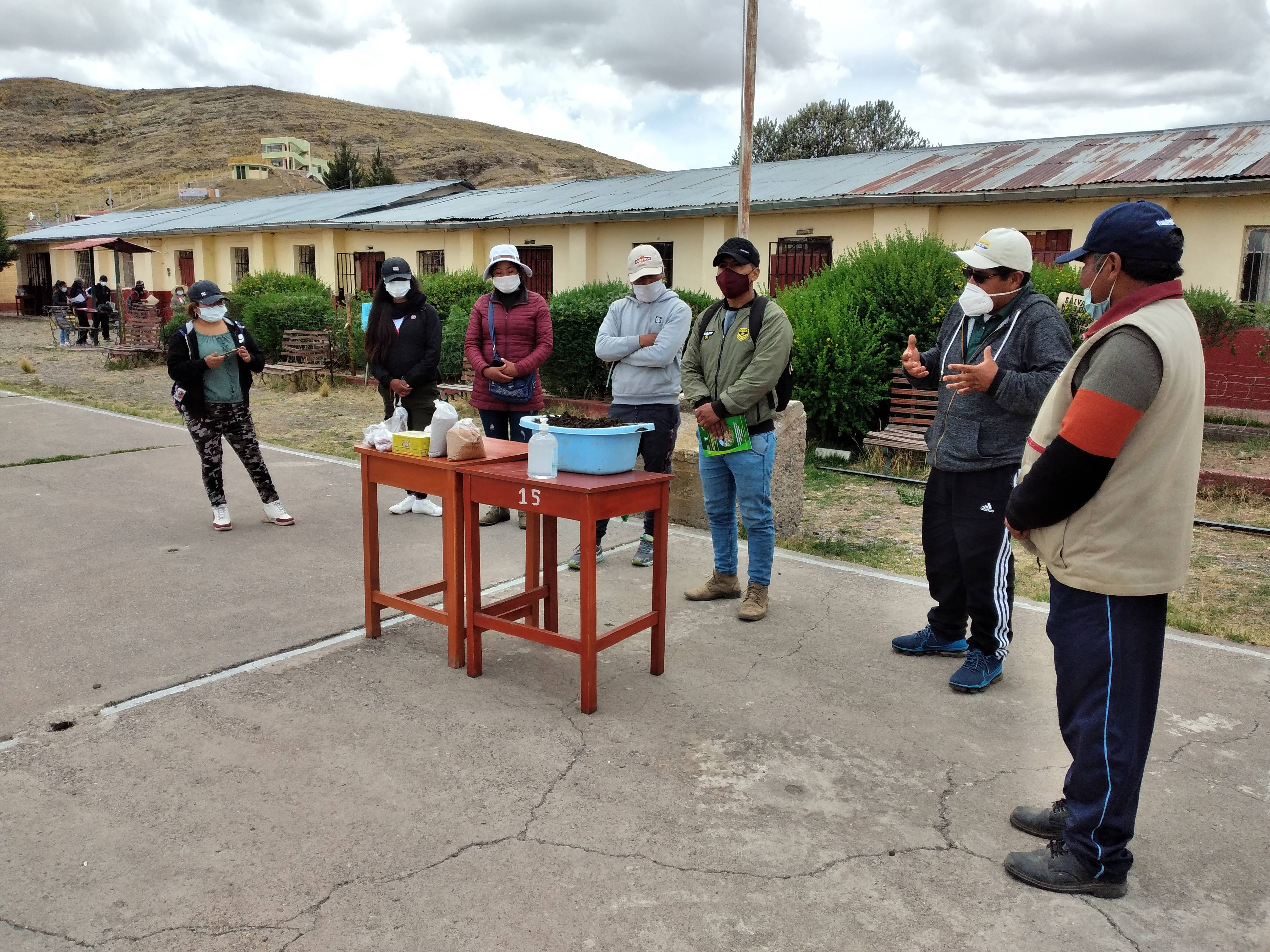 Capacitación  a estudiantes semipresencial crianza de lumbricultura y producción de humus para la agricultura Puno Perú, CIRNMA FONTAGRO